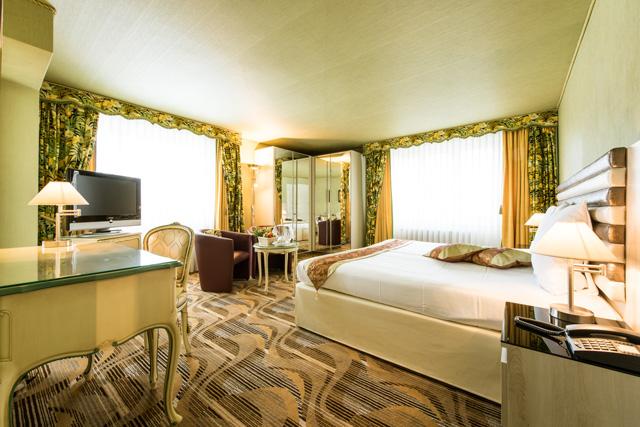 http://posthotel-arosa.ch/uploads/images/rooms_home/doppelzimmer_grandlit.jpg
