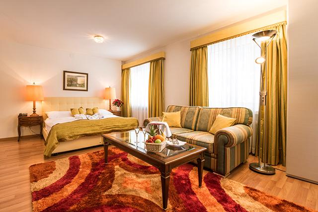 http://posthotel-arosa.ch/uploads/images/rooms_home/junior_suite1.jpg